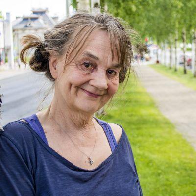 Kuvataiteilija Kaarina Kaikkonen.