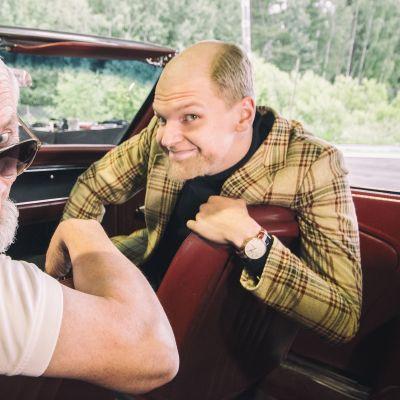 Jouko Partanen ja Lauri Qvick rooliasuissaan.