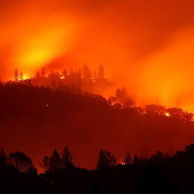 """Branden som kallas """"Camp Fire"""" rasade på sluttningarna nära Big Bend, Kalifornien, på lördagen."""