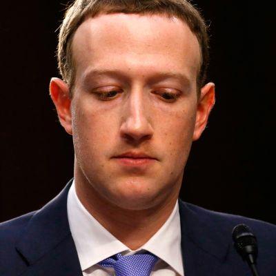 Kaksiosainen Ulkolinja-reportaasi teknologiajätti Facebookin toiminnasta.