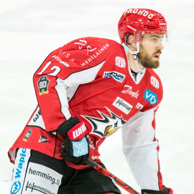 Simon Suoranta spelar ishockey.