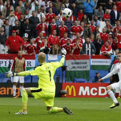 Zoltan Stieber vei Unkarin 2-0-johtoon.