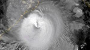 En satellitbild över stormen Amphan som drar in över den Bengaliska bukten.