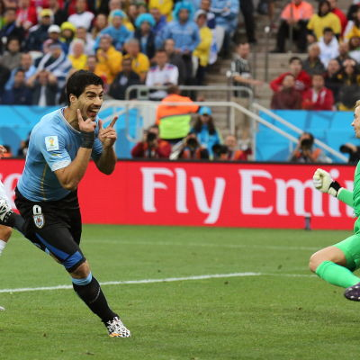 Luis Suarez mot England i VM 2014