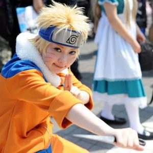 Japansk kvinna utklädd till mangafiguren Naruto under en serietidningsmässa i Tokyo