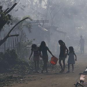 tyfonen hagupit drog över filippinerna i december 2014