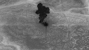 USA:n armeijan droonista kuvattua ilmakuvaa savupatsaasta, joka nousee Abu Bakr al-Baghdadin kuolemaan johtaneesta operaatiosta Syyriassa.