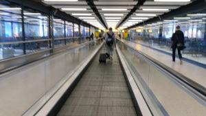 Otos lentokentän kulkuväylästä (liukuhihna).
