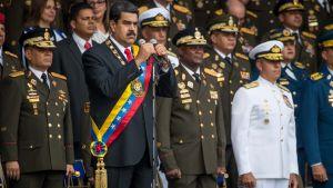 Maduro puhuu armeijatapahtumassa Caracasissa.