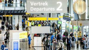 Yleisnäkymä Schipholin lentokentältä Amstrdamista 17. joulukuuta.