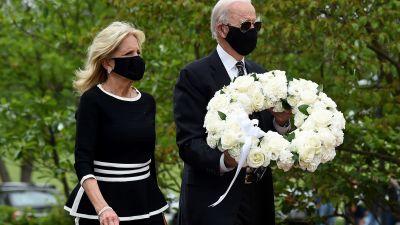 Joe ja Jill Biden kävivät laskemassa kaatuneiden muistopäivän seppeleen Wilmingtonissa, Delawaressa.