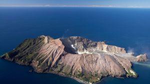 Tulivuori purkautui yllättäen White Islandilla Uudessa-Seelannissa.
