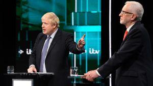 Corbyn och Johnson i tv-debatt.