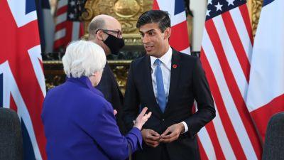 Britannian valtiovarainministeri Rishi Sunak (oik.) keskusteli Yhdysvaltain valtiovarainministerin Janet Yellenin kanssa Lontoossa perjantaina.