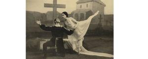 Kansallisbaletin primaballerina Irja Aaltonen, Jens Walentinssonin isoäiti v. 1929 Suomen Giselle-ensi-illassa. Albrechtin roolissa Arvo Martikainen.