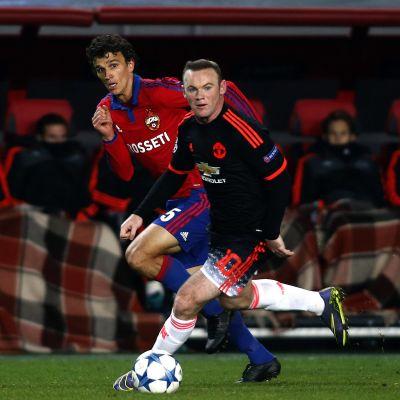 Roman Eremenko (CSKA Moskva) och Wayne Rooney (Manchester United) möttes i Champions League hösten 20+15.