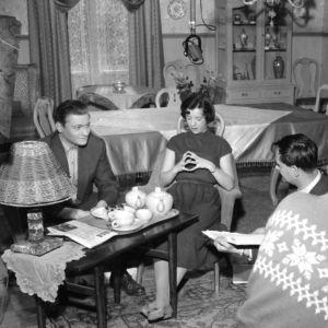 Esko Töyri ohjaa elokuvaa Pää pystyyn Helena (1957).