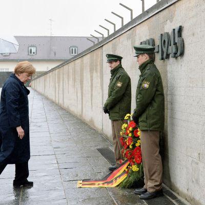 Förbundskansler Angela Merkel besökte besökte minnesmärket av koncentrationslägret i Dachau den 3 maj 2015.