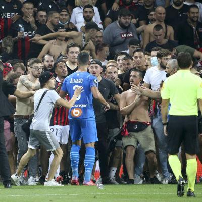 Nicen ja Marseillen ottelusta kehkeytyi kaaos.