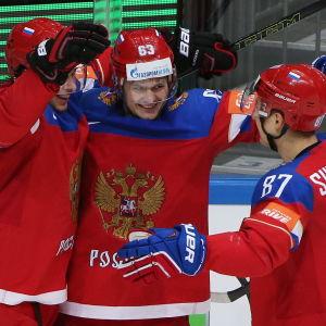 Artemi Panarin, Evgenii Dadonov och Vadim Shipatjev jublar i VM 2016.