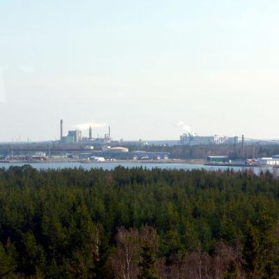 Massafabrikerna i Kaskö - Metsäbotnia till vänster, M-Real til höger.