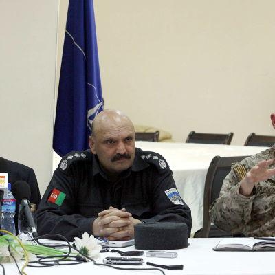 Viceamiral Robert S. Harward (th) har bland annat tjänstgjort i Afghanistan