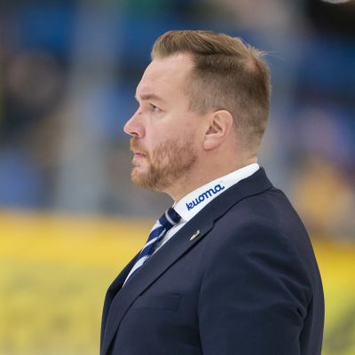 Pekka Kangasalusta lähikuvassa.