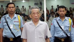 Kaing Guek Eav står inför rätta i Kambodja