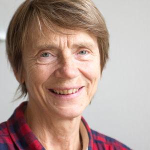 Emelie Enckell, pensionerad avdelningschef från Nylands miljöcentral.
