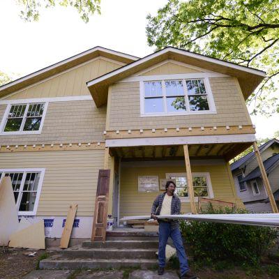 Ett hus i Atlanta Georgia renoveras i april 2013.