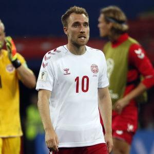 Christian Eriksen spelar fotboll.