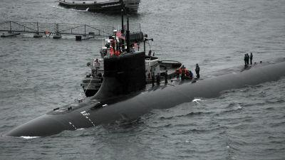 amerikansk ubåt i hamn.
