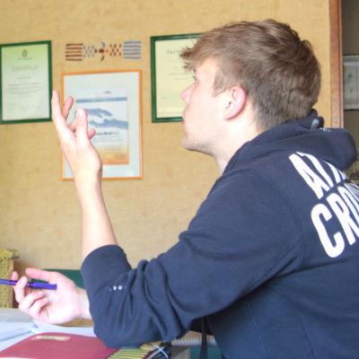Elev (i Tyskland) får privat stödundervisning.