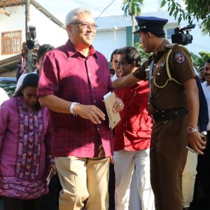 Hymyilevä Gotabhaya Rajapaksa.
