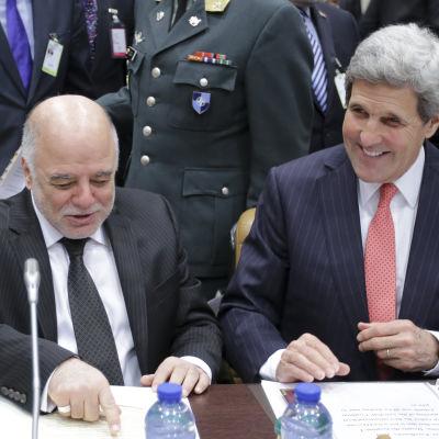john kerry under möte med koalitionen ot IS i Bryssel 3.12.2014