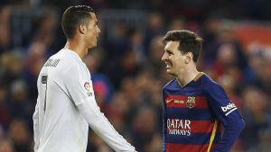 Cristiano Ronaldo går mot Leo Messi.
