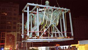 Francon patsas poistetaan katukuvasta