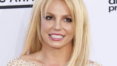 Britney Spears poserar på röda mattan.