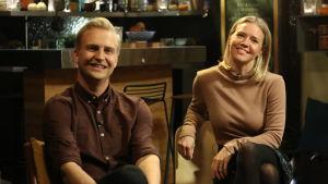 Janne Grönroos och Sonja Kailassaari i Efter Nios studio.