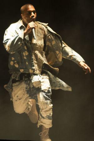 Kanye West uppträder på Glastonbury Festival of Contemporary Performing Arts 2015