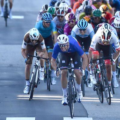 Arnaud Demare oli Giron kuudennen etapin massakirin nopein.