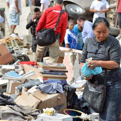 I Mexiko har minst 13 människor dödats av en kraftig tornado som drabbade staden Ciudad Acuña.
