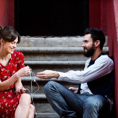Keira Knightley spelar mot Adam Levine i Begin again.