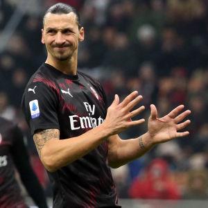 Zlatan Ibrahimovic grimaserar.
