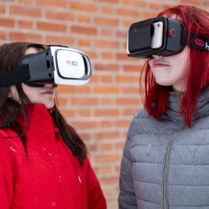 Ylitornion lukion abiturientit Iida Tyni ja Johanna Koivuranta virtuaalimatkalla Saksassa