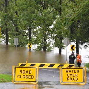 Väg som stängt på grund av översvämning.