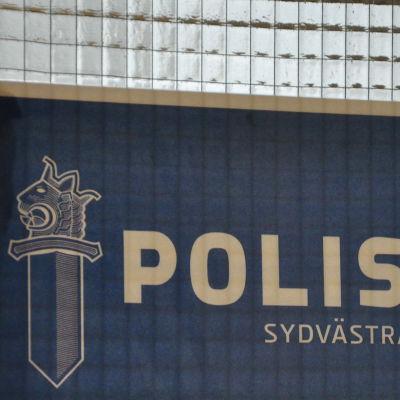 Skylt med texten Polisen i sydvästra Finland.