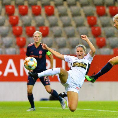 Natalia Kuikka Mestarien liigan kamppailussa Bayern Münchenia vastaan syyskuussa.