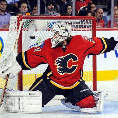 Karri Rämö spelar ishockey för Calgary Flames.