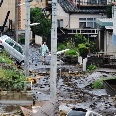 Näkymä Kyushun saaren rankkasateiden tuhoamalta kadulta 12. heinäkuuta 2012.